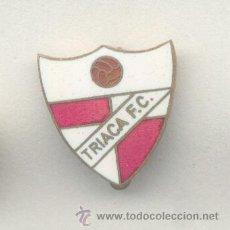 Coleccionismo deportivo: PIN - INSIGNIA DE FÚTBOL. ANDALUCÍA. TRIACA FC (SEVILLA). ESMALTADO. AGUJA. Lote 52937658