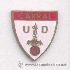 Coleccionismo deportivo: PIN - INSIGNIA DE FÚTBOL. GALICIA. CARRAL UD (CARRAL, LA CORUÑA). ESMALTADO. Lote 53274516