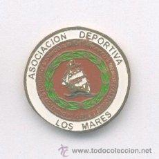 Coleccionismo deportivo: PIN - INSIGNIA DE FÚTBOL. ANDALUCÍA. AD LOS MARES (SEVILLA). DE SOLAPA. Lote 53283249