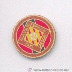 Coleccionismo deportivo: PIN - INSIGNIA DE FÚTBOL. CATALUNYA. AD SANT GREGORI (SANT GREGORI, GIRONA). DE SOLAPA. Lote 53283345