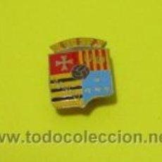 Coleccionismo deportivo: INSIGNIA ANTIGUA UNION DEPORTIVA MANUEL EQUIPO FUTBOL VALENCIA PIN ANTIGUO UD MANUEL. Lote 53603700