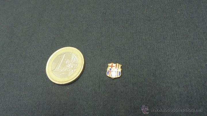 Coleccionismo deportivo: MINI PIN INSIGNIA F. C. BARCELONA - SIGLAS BCF - - Foto 2 - 54969150