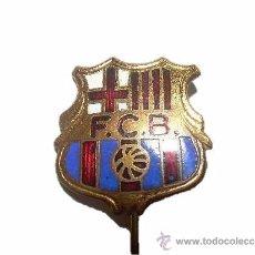 Coleccionismo deportivo: INSIGNIA ESMALTADA...........F.C. BARCELONA PELOTA DE PLAYA. Lote 38195191