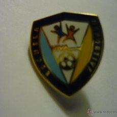 Coleccionismo deportivo: PIN FUTBOL ED VIVA SPORTS. Lote 55000642