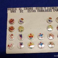 Coleccionismo deportivo: EXPOSITOR 24 CHAPAS EQUIPOS FÚTBOL AÑOS 90. SIN USAR. COMPLETO.. Lote 55812840