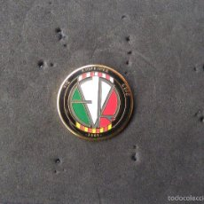 Colecionismo desportivo: PIN DE FÚTBOL F.C. VIC RIUPRIMER REFO. Lote 55885965