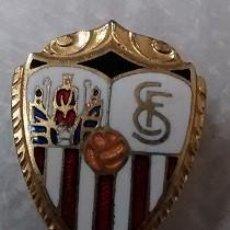 Coleccionismo deportivo: BONITA INSIGNIA ESMALTADA DE AGUJA SEVILLA F C. . Lote 55887756