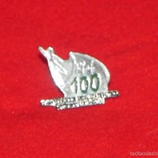 Coleccionismo deportivo: VENDO PIN CONMEMORATIVO DE LOS 100 AÑOS DE LA REAL FEDERACIÓN ANDALUZA DE FUTBOL. (SIN ESTRENAR).. Lote 56090035