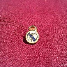 Coleccionismo deportivo: PIN ESCUDO FUTBOL REAL MADRID. Lote 56376827