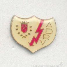 Coleccionismo deportivo: PIN - INSIGNIA DE FÚTBOL. MADRID. AGRUPACIÓN DEPORTIVA RAYO VALLECANO (MADRID).. Lote 56903421