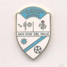 Coleccionismo deportivo: PIN - INSIGNIA DE FÚTBOL. CÁDIZ. CD JUVENTUD CULTURAL SAN JOSÉ DEL VALLE (S. JOSÉ DEL V.). ESMALTADO. Lote 57111537