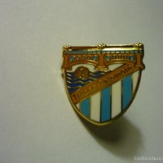 Coleccionismo deportivo: PIN FUTBOL TRIANA BALONPIE. Lote 57545070