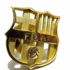 Coleccionismo deportivo: INSIGNIA PIN DE ORO 18K CALADA EN ESTUCHE FCB FUTBOL CLUB BARCELONA BARÇA - IMPECABLE. Lote 57229472