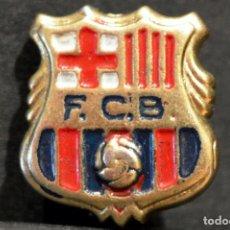 Coleccionismo deportivo: ANTIGUA INSIGNIA PIN DE AGUJA BARÇA FUTBOL CLUB BARCELONA ESCUDO 1960 -1974. Lote 63791719