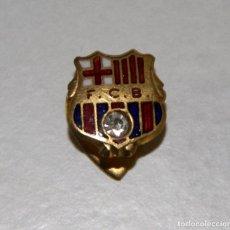 Coleccionismo deportivo: PIN097 INSIGNIA DEL F. C. BARCELONA. METAL, ESMALTE Y CRISTAL. Lote 63901683