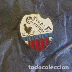 Coleccionismo deportivo: RARO PIN DE FUTBOL - SOLAPA - CLUB DE FUTBOL RIPOLL. Lote 66038826