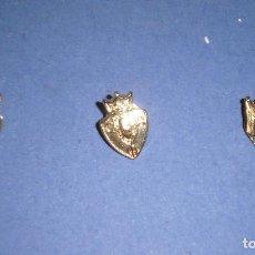 Coleccionismo deportivo: PIN/INSIGNIA DE ORO. LOTE 3 PINS/INSIGNIAS. OSASUNA, RACING SANTANDER Y REAL SOCIEDAD. MARCA 2003/04. Lote 66053598