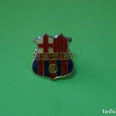 Coleccionismo deportivo: PIN DE FÚTBOL ESCUDO DEL F.C. BARCELONA LOTE 6. Lote 66170578