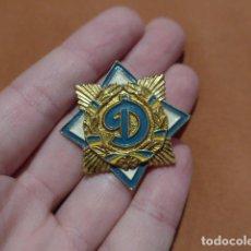 Coleccionismo deportivo: ANTIGUA INSIGNIA DE FUTBOL DEL DINAMO DE KIEV, UCRANIA, URSS, MUY RARA.. Lote 66483994