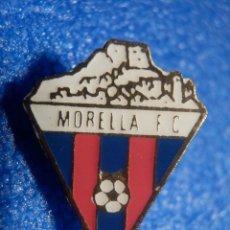 Coleccionismo deportivo: INSIGNIA - SUJJECION MEDIANTE IMPERDIBLE - MORELLA F. C. - VALENCIA -. Lote 67138461