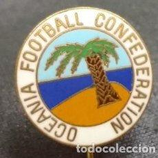 Coleccionismo deportivo: INSIGNIA ESMALTADA DE OCEANIA FOOTBALL CONFEDERATION. FEDERACION DE FUTBOL . AGUJA LARGA . Lote 68214945