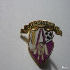 Coleccionismo deportivo: PIN FUTBOL AD ALHONDIGA. Lote 69975345
