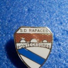 Coleccionismo deportivo: INSIGNIA DE IMPERDIBLE - S. D. PONTECESURES - SOCIEDAD DEPORTIVA RAPACES - PONTEVEDRA -. Lote 70652537