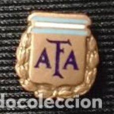Coleccionismo deportivo: ANTIGUA INSIGNIA DE OJAL DE LA ASOCIACION DE FUTBOL ARGENTINO. A F A .. Lote 71425727