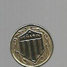 Coleccionismo deportivo: PIN DEL CLUB PEÑAROL DE MONTEVIDEO - DORADO - AGUJA. Lote 72738823