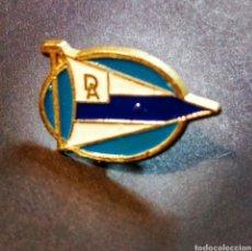 Coleccionismo deportivo: PIN INSIGNIA FÚTBOL DEPORTIVO ALAVES. Lote 81245902
