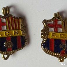 Coleccionismo deportivo: PAREJA DE PINS DEL FC. BARCELONA. METAL ESMALTADO. CIRCA 1960. . Lote 82548436