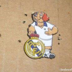 Coleccionismo deportivo: -PIN FUTBOL REAL MADRID -- COLECCION GOLI FUTBOL COLA CAO 1993 --. Lote 85244488