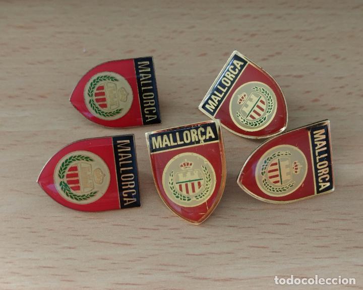 INSIGNIA SOLAPA PINS, ESCUDO REAL CLUB DEPORTIVO MALLORCA DE FUTBOL (Coleccionismo Deportivo - Pins de Deportes - Fútbol)