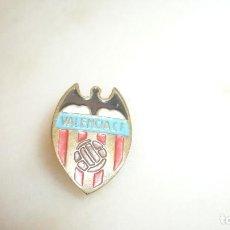 Coleccionismo deportivo: PIN VALENCIA CLUB DE FUTBOL ANTIGUO. Lote 86350300