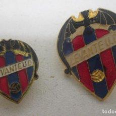 Coleccionismo deportivo: ANTIGUAS INSIGNIAS, PINS LEVANTE UD, FUTBOL. Lote 86394742