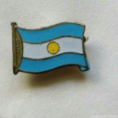 Coleccionismo deportivo: ANTIGUO PIN INSIGNIA AGUJA BANDERA ARGENTINA. Lote 86471636