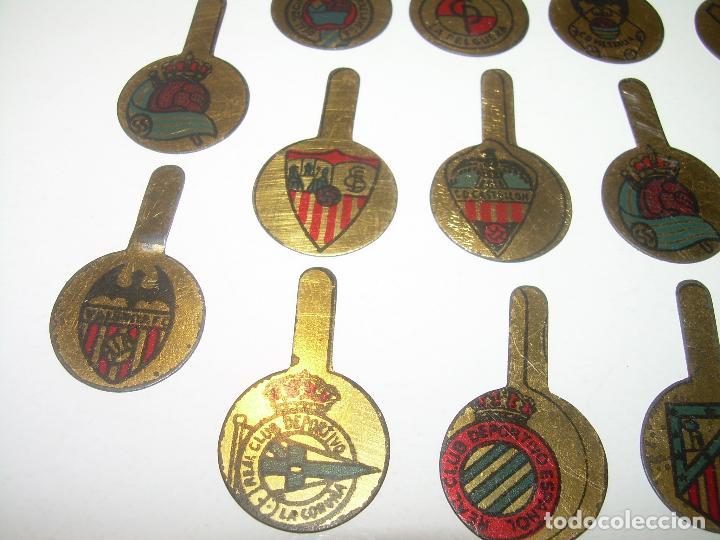 Coleccionismo deportivo: ANTIGUAS Y RARISIMAS INSIGNIAS LITOGRAFIADAS DE SOLAPA.TOTAL.14.EQUIPOS DE FUTBOL. - Foto 5 - 91003750