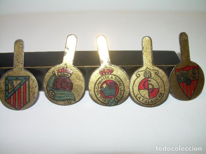 Coleccionismo deportivo: ANTIGUAS Y RARISIMAS INSIGNIAS LITOGRAFIADAS DE SOLAPA.TOTAL.14.EQUIPOS DE FUTBOL. - Foto 13 - 91003750