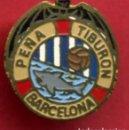 Coleccionismo deportivo: PIN FUTBOL , PEÑA TIBURON BARCELONA , REVERSO SOLAPA , ORIGINAL , P9. Lote 91929155