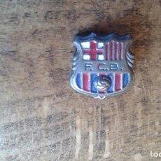 Coleccionismo deportivo: ANTIGUO PIN INSIGNIA DE AGUJA DE FUTBOL DEL EQUIPO BARCELONA. Lote 95724051