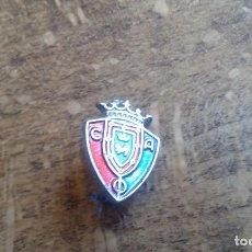 Coleccionismo deportivo: ANTIGUO PIN INSIGNIA DE AGUJA DE FUTBOL DEL EQUIPO OSASUNA DE PAMPLONA. Lote 95724091