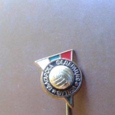 Coleccionismo deportivo: ANTIGUO PIN INSIGNIA DE ALFILER DE DE EQUIPO DE FUTBOL PARA IDENTIFICAR. Lote 95724227