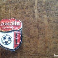Coleccionismo deportivo: ANTIGUO PIN INSIGNIA DE AGUJA DE FUTBOL DE NICILLA . Lote 95724607