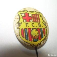 Coleccionismo deportivo: ANTIGUA Y RARA INSIGNIA....ESCUDO PELOTA DE PLAYA...F.C. BARCELONA.. Lote 95824179