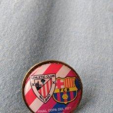 Coleccionismo deportivo: PIN ATHLETIC BILBAO F C BARCELONA FINAL COPA REY 2012. Lote 97419206