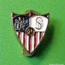 Coleccionismo deportivo: INSIGNIA PIN DE SOLAPA FUTBOL SEVILLA CF ANTIGUA OFICIAL. Lote 97625647