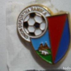 Colecionismo desportivo: PIN FUTBOL UD RAMBLA. Lote 98635495