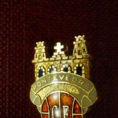 Coleccionismo deportivo: INSIGNIA SUJECCION MEDIANTE IMPERDIBLE - PONTEVEDRA CLUB DE FUTBOL. Lote 99383607