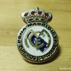 Coleccionismo deportivo: ANTIGUO PIN PEÑA MADRIDISTA ZUHEROS CÓRDOBA-REAL MADRID. Lote 100134219