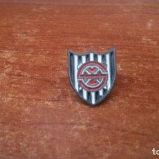 Coleccionismo deportivo: PIN SOCIEDAD DEPORTIVA HULLERA VASCO-LEONESA - PINS FUTBOL. Lote 103752015